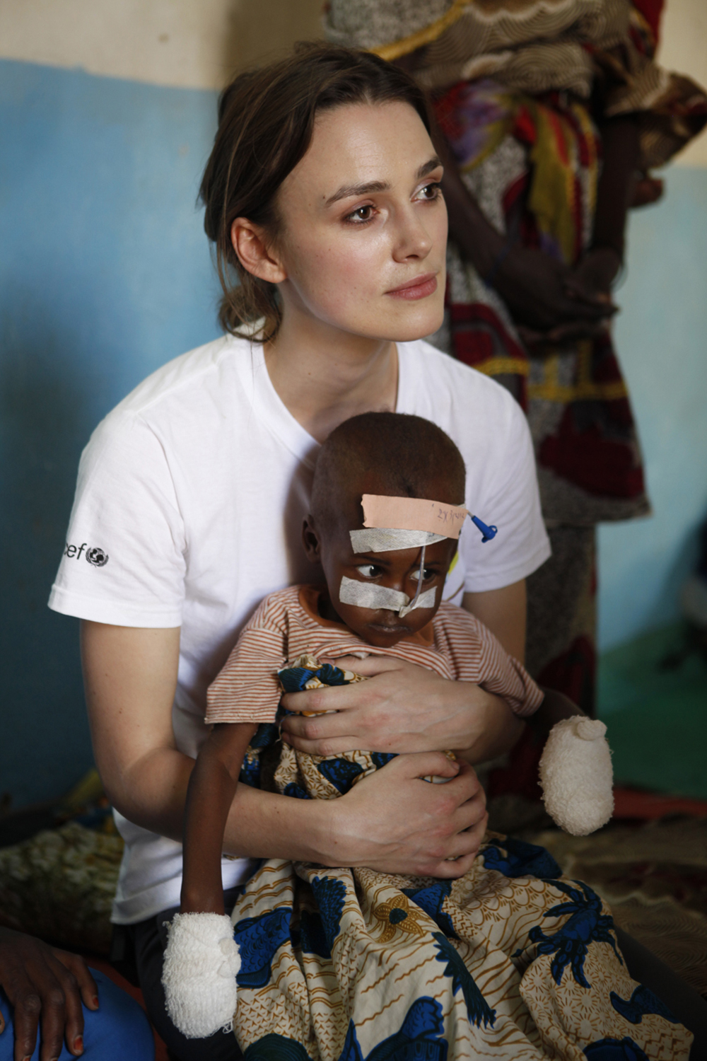 Keira Knightley with a malnourished child at a feeding centre supported by UNICEF in the Sahel, Chad.